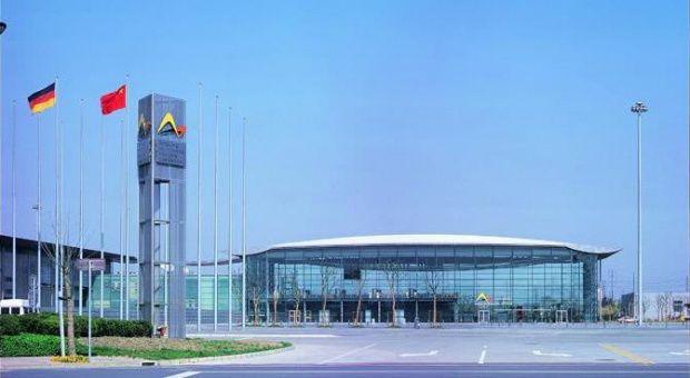 2018慕尼黑上海电子展以及电子生产设备展将于3月14日至16日举行。展会涵盖集成电路、电子元器件、组件及生产设备,全方位展示电子产业链的关键环节,国内外优质厂商将悉数参展,聚焦工业电子、汽车电子解决方案、消费电子等各大应用领域。展会还将设置SMT(表面贴装技术)创新演示区,呈现整套智慧电装工厂解决方案。 4、特斯拉采用永磁电机带动稀土需求 行业有望迎来结构性上涨